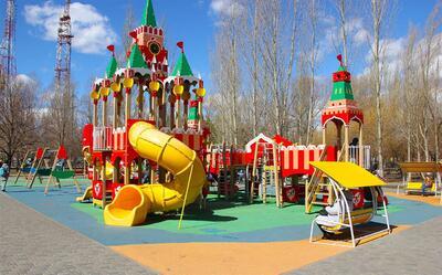 Детская площадка-городок: для города и для дачи